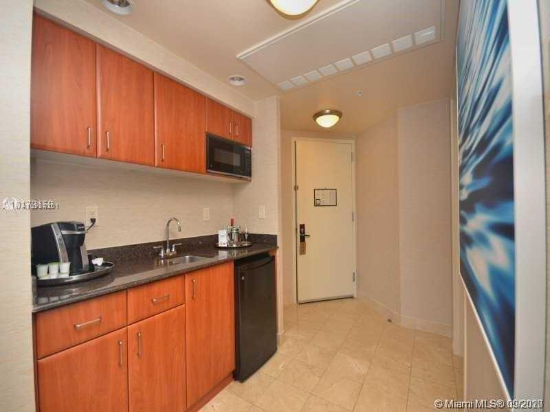 18001 Collins Ave #918 photo08