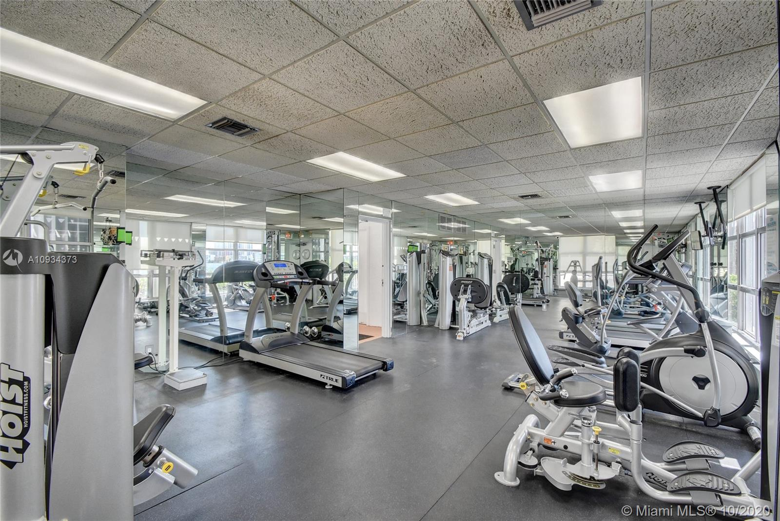 Photo of 3600 Mystic Pointe Dr #607 listing for Sale