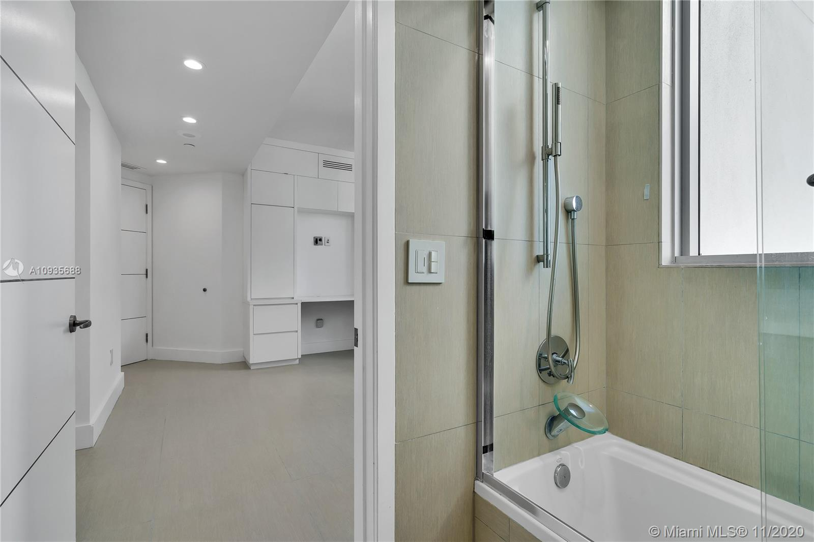 1331 Brickell Bay Dr #3611 photo041