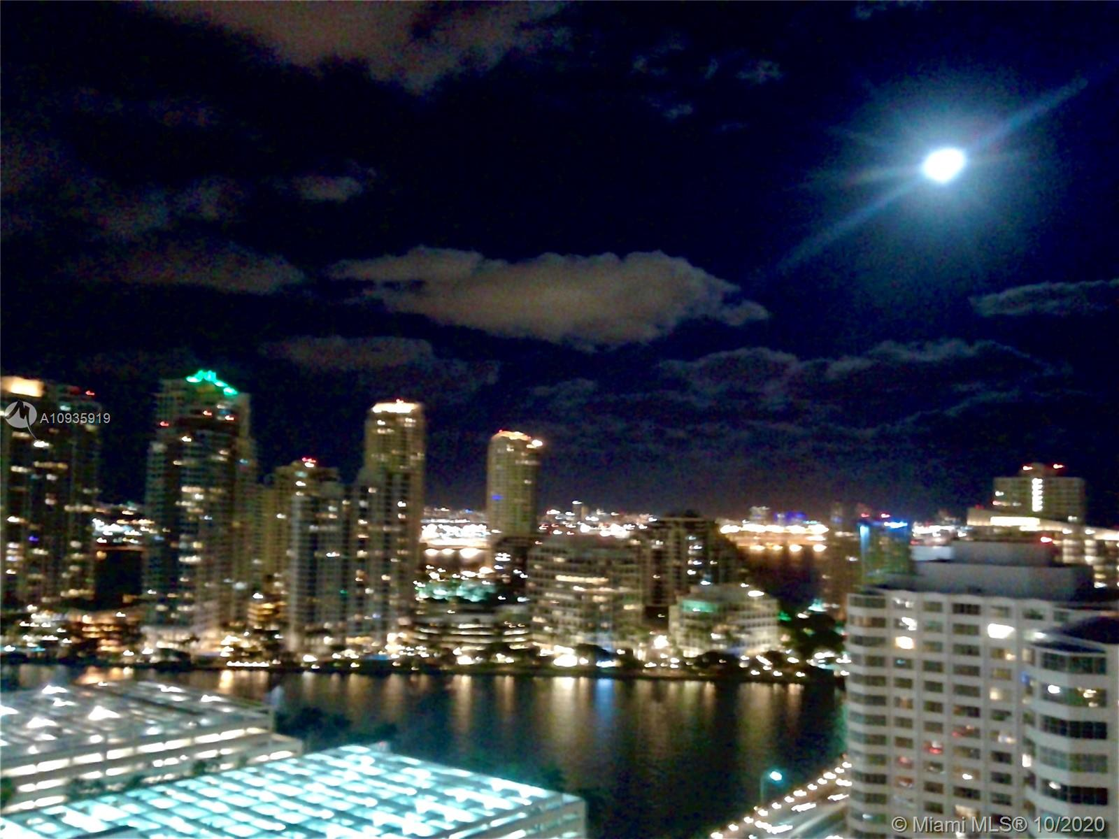 Photo of 950 Brickell Bay Dr #2202 listing for Sale