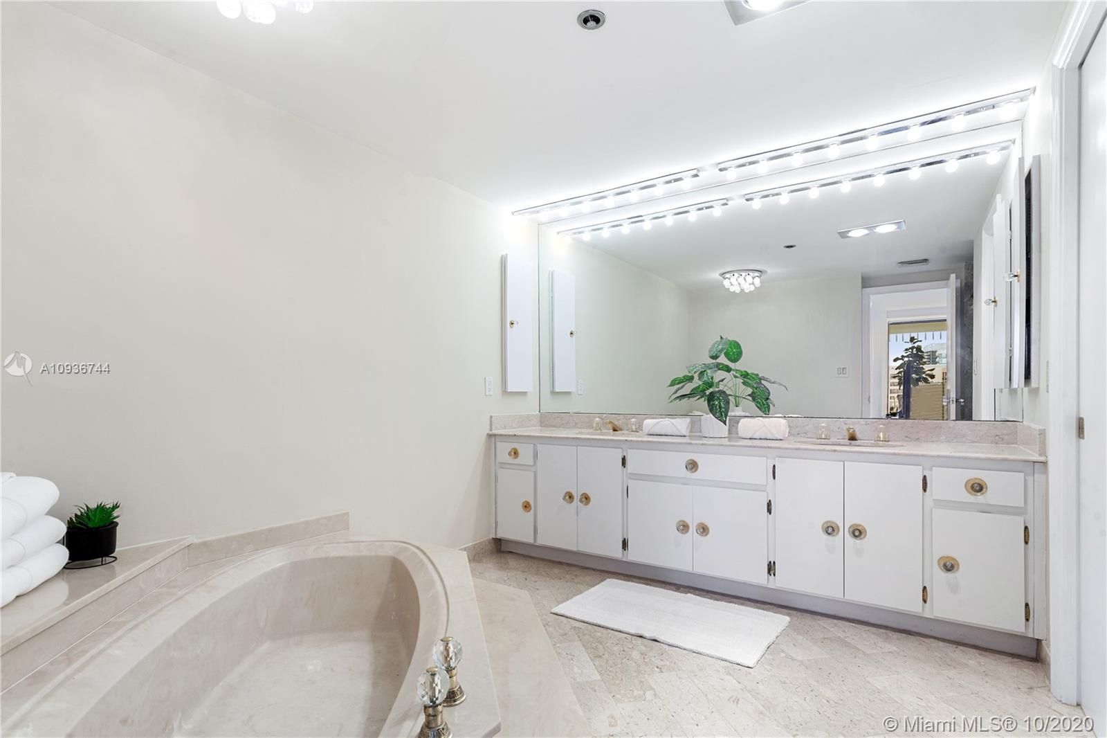 10205 Collins Ave #1601 photo09