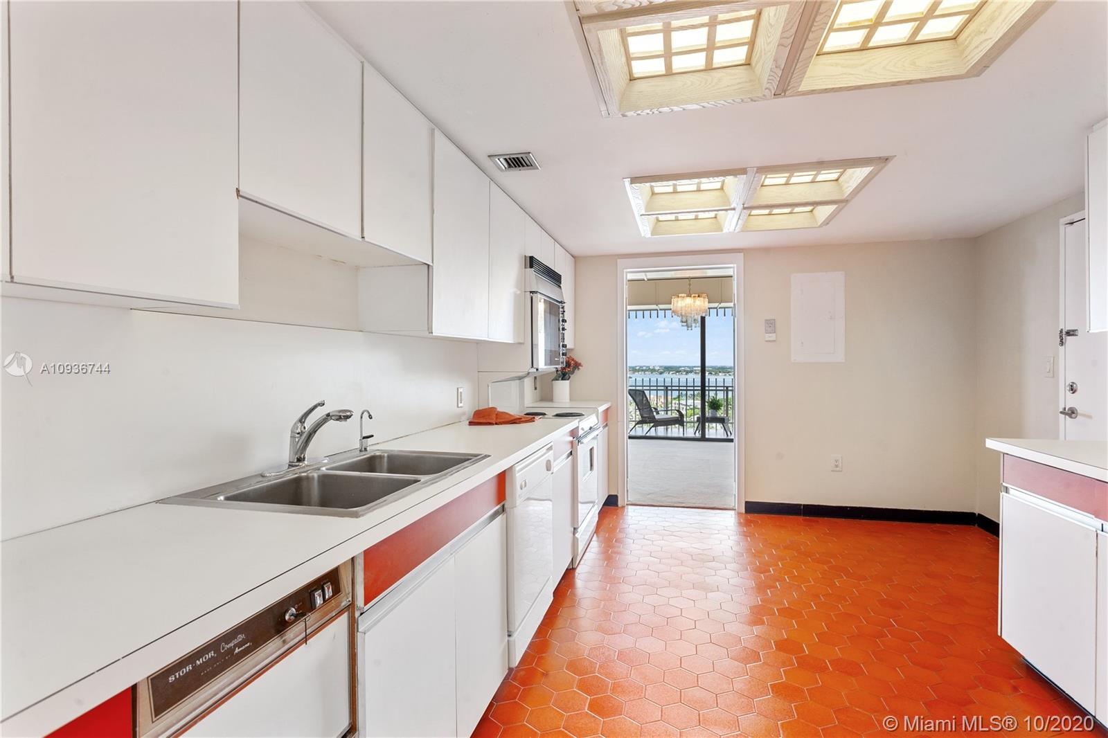 10205 Collins Ave #1601 photo011