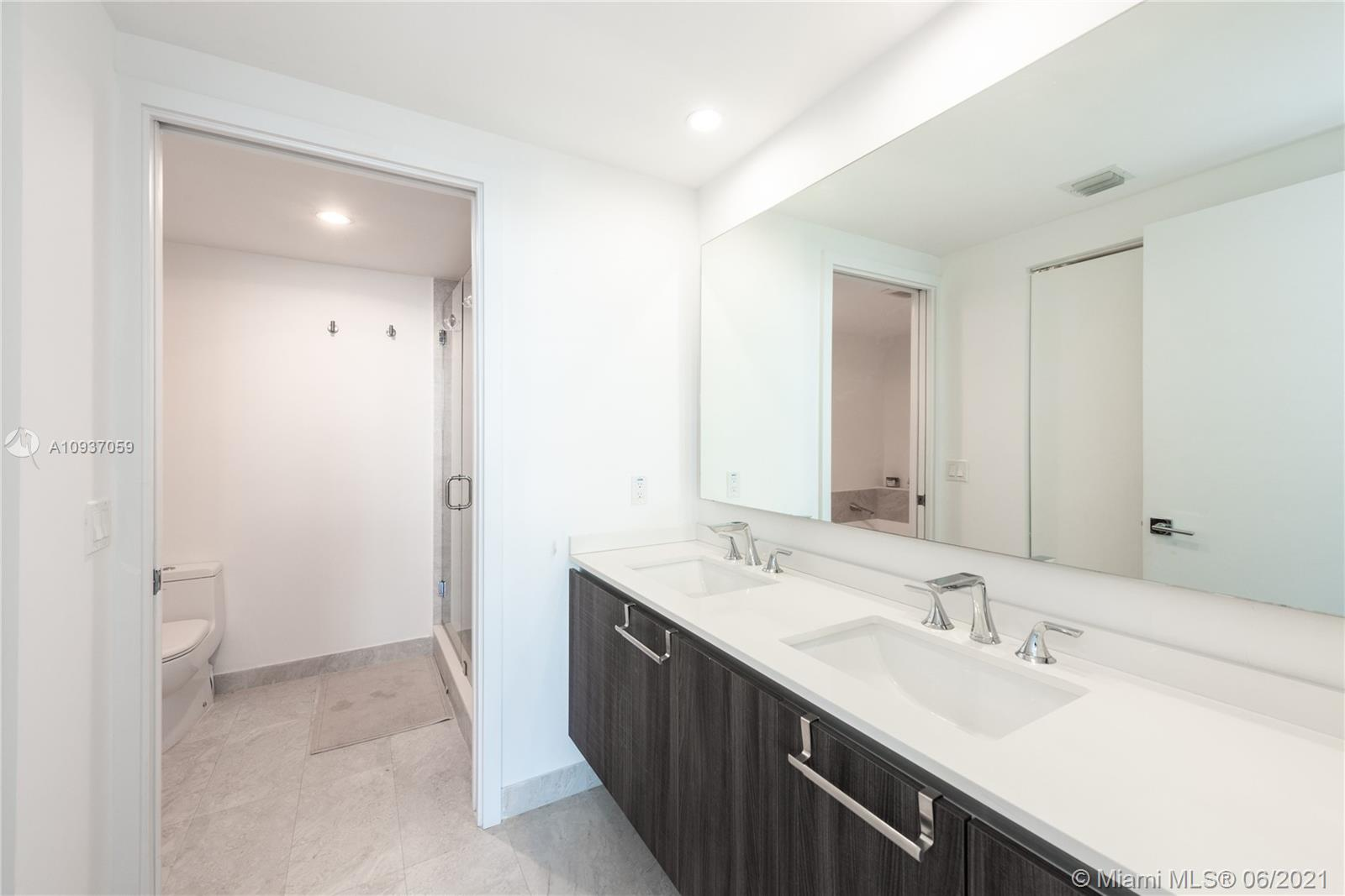 Photo of 488 NE 18th St #604 listing for Sale