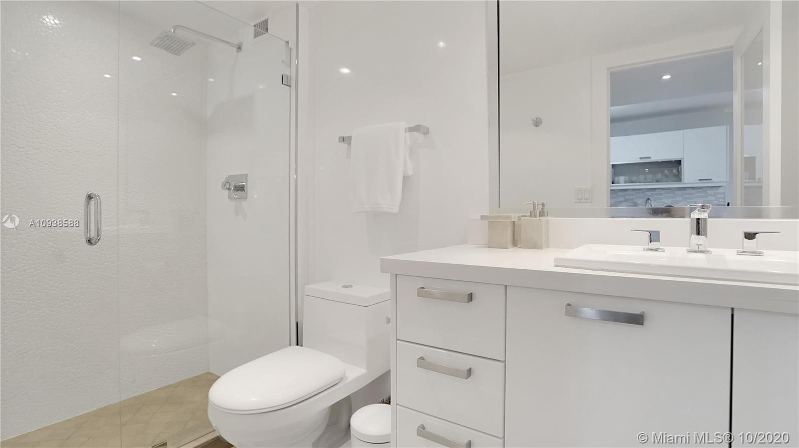 2301 Collins Ave #723 photo014
