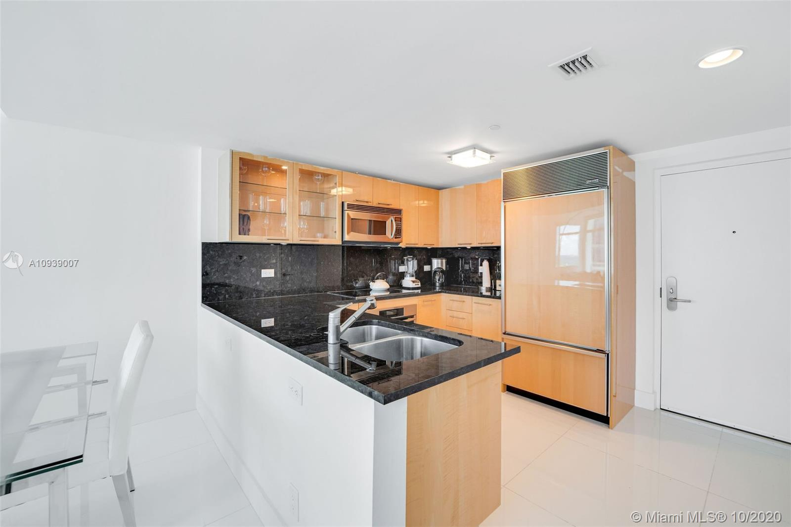 6801 Collins Ave #1208 photo08