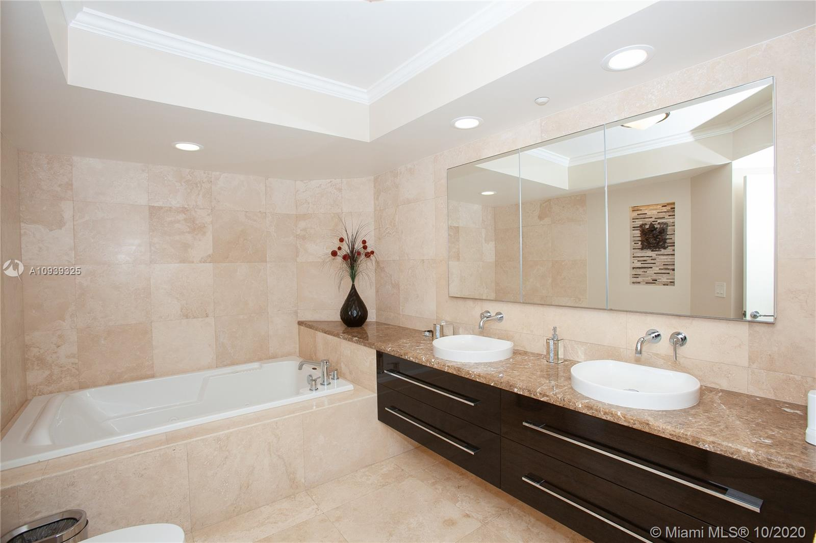 16400 Collins Ave #644 photo022
