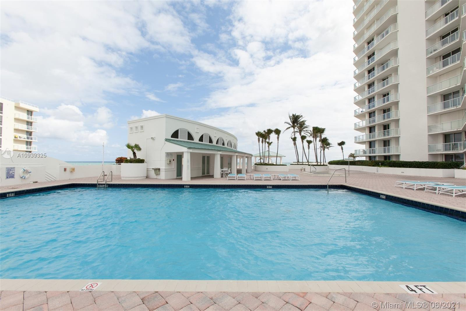 16400 Collins Ave #644 photo032