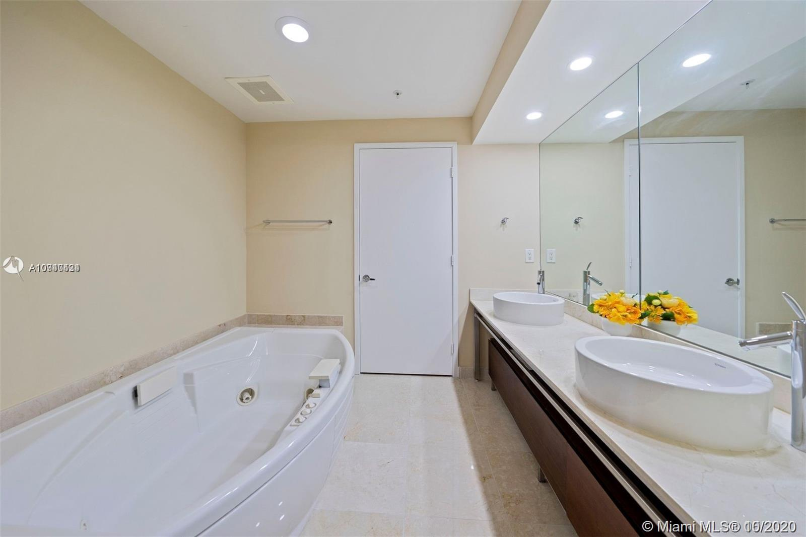 16275 Collins Ave #703 photo05