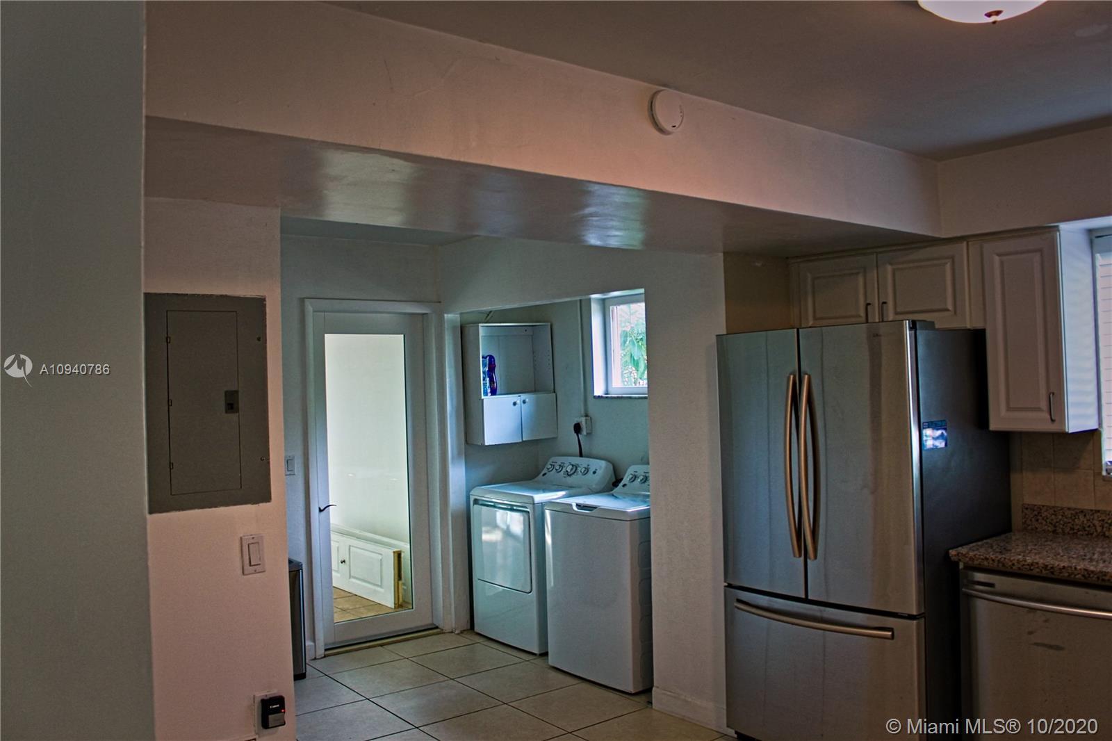 2220 N 40th Ave photo015