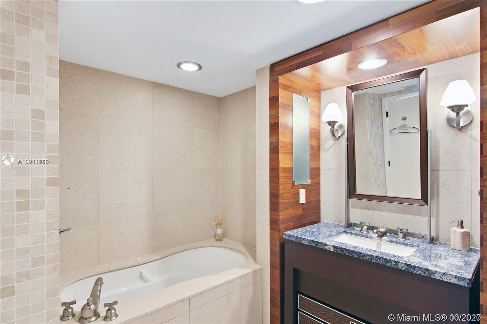 6801 COLLINS AVE #1104 photo020