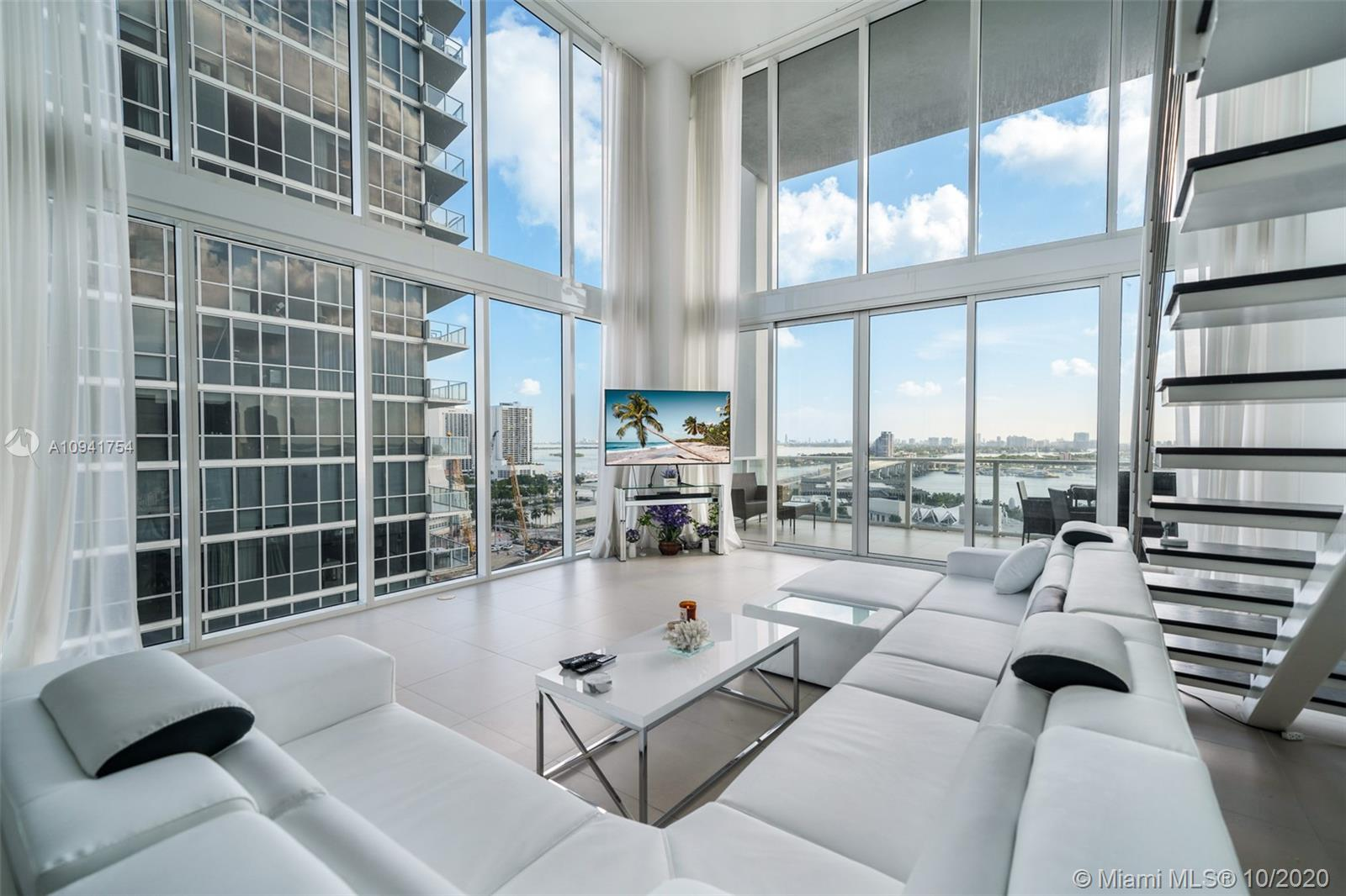 1040 Biscayne Blvd #1504 photo04