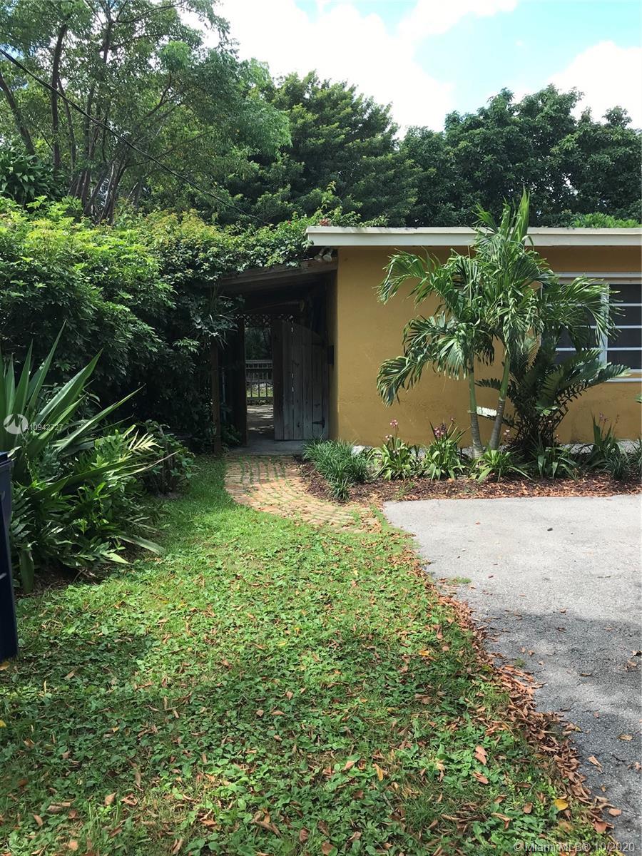 South Miami - 6650 SW 70th Ave, Miami, FL 33143