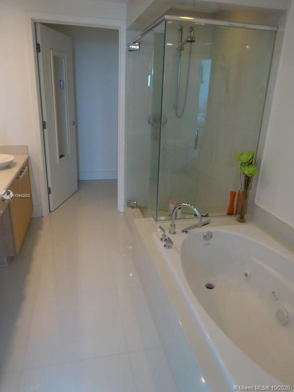 3801 Collins Ave #504 photo012
