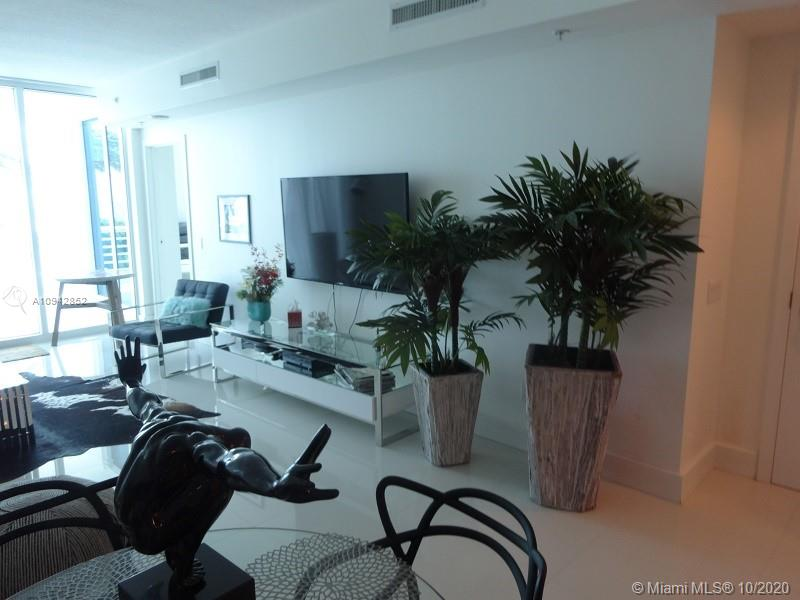 3801 Collins Ave #504 photo09