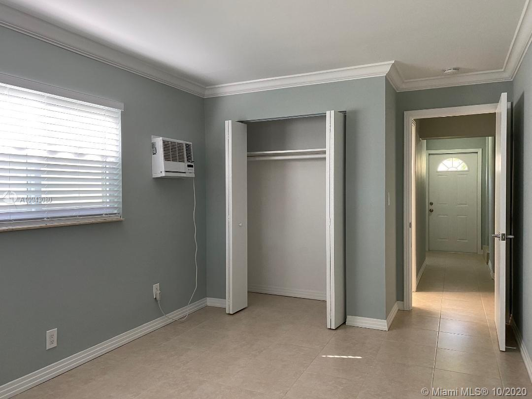 Photo of 813 SE 11th Ct # listing for Sale