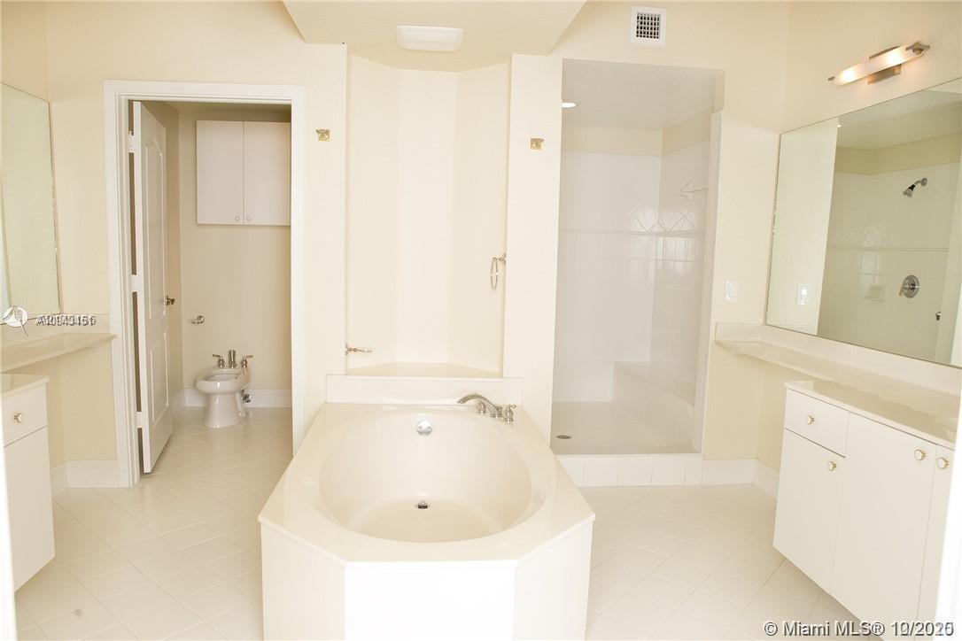 10770 NW 66th St #208 photo012