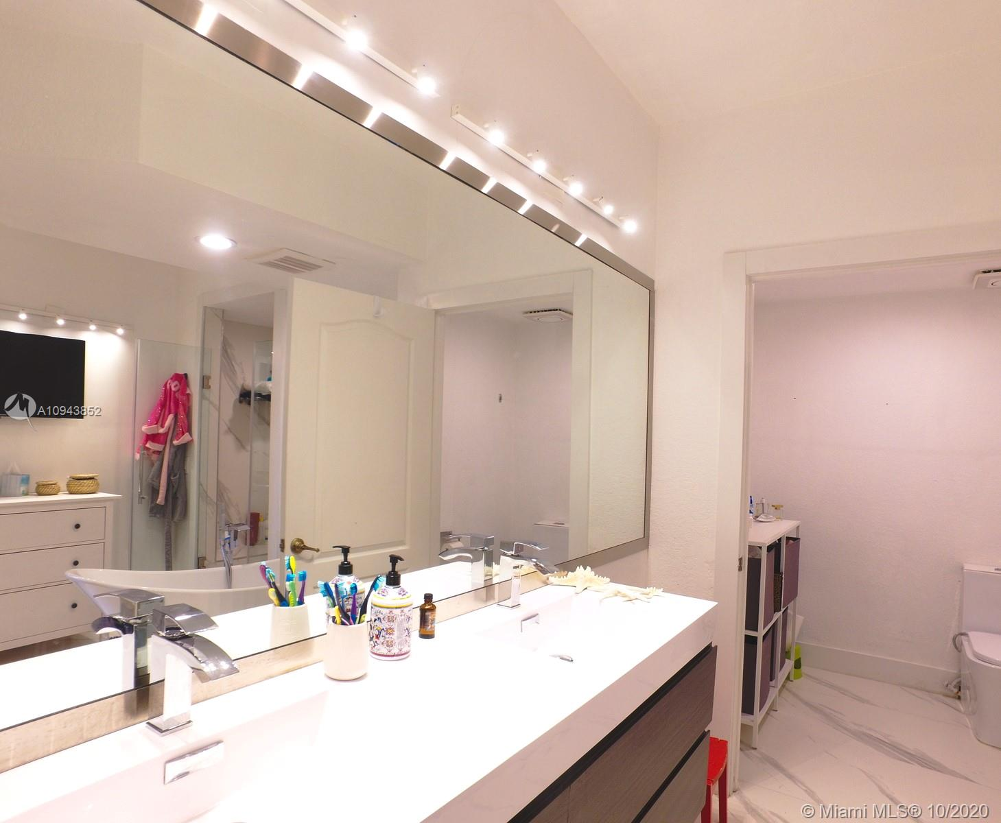 10710 NW 66th St #413 photo014