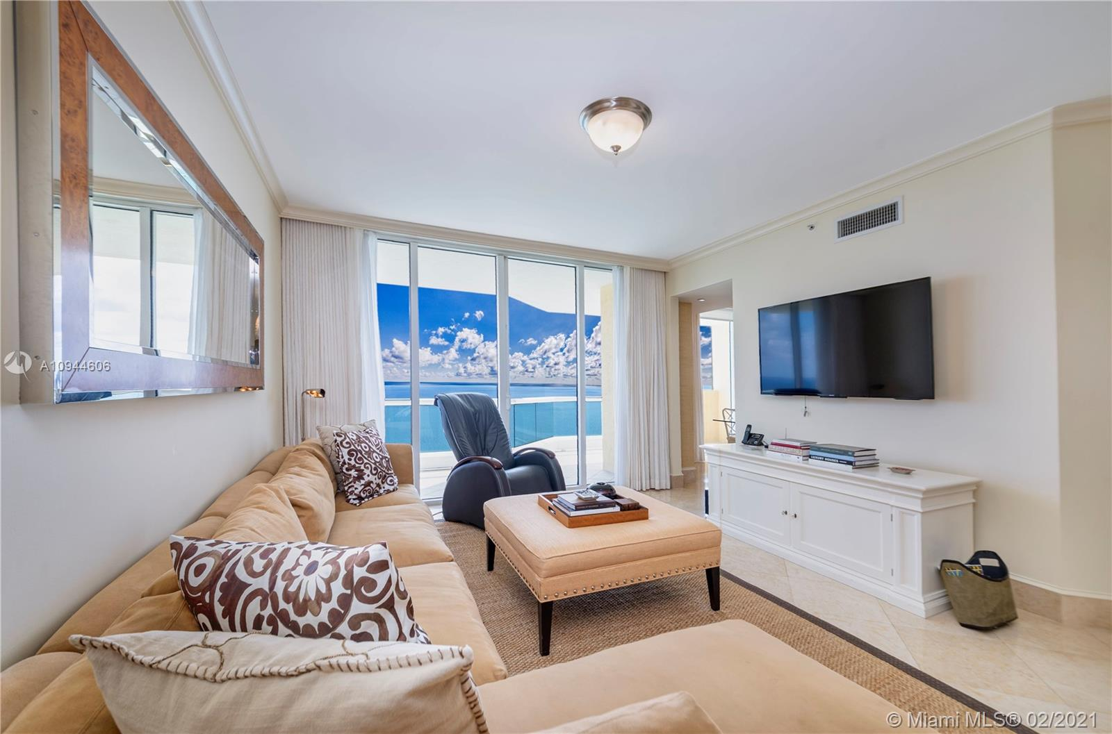 17875 Collins Ave #3303 photo04