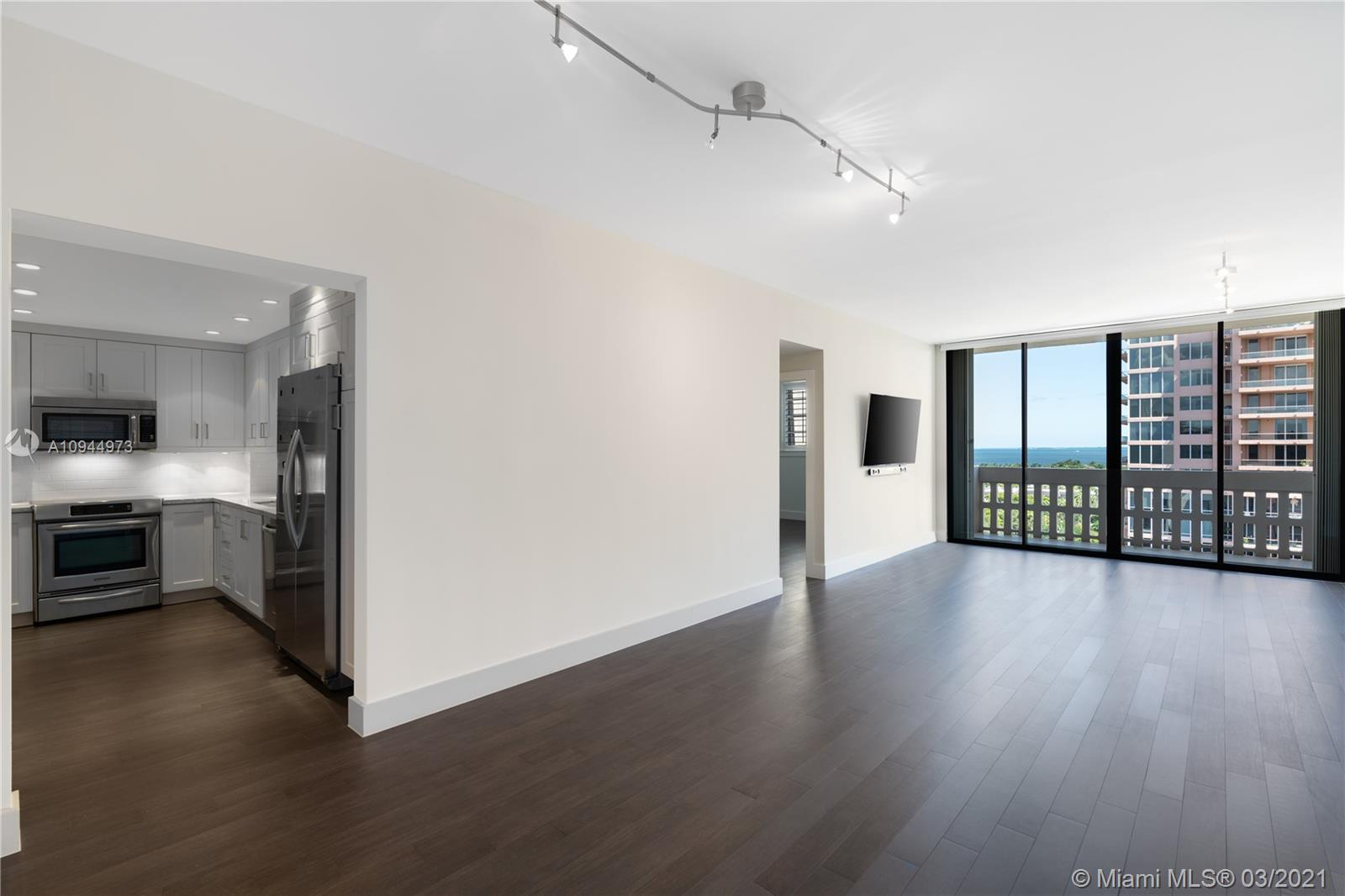 90 Edgewater Dr, Coral Gables, Florida 33133, 1 Bedroom Bedrooms, ,2 BathroomsBathrooms,Residential,For Sale,90 Edgewater Dr,A10944973