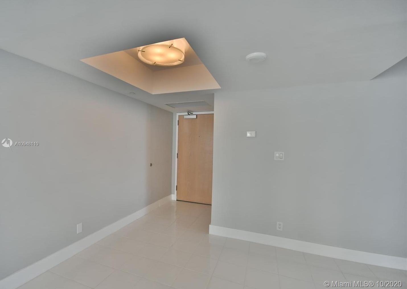 16485 Collins Ave #1034 photo05