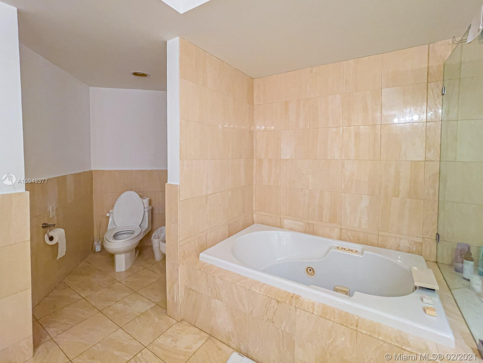 Photo of 21205 Yacht Club Dr #2708 listing for Sale