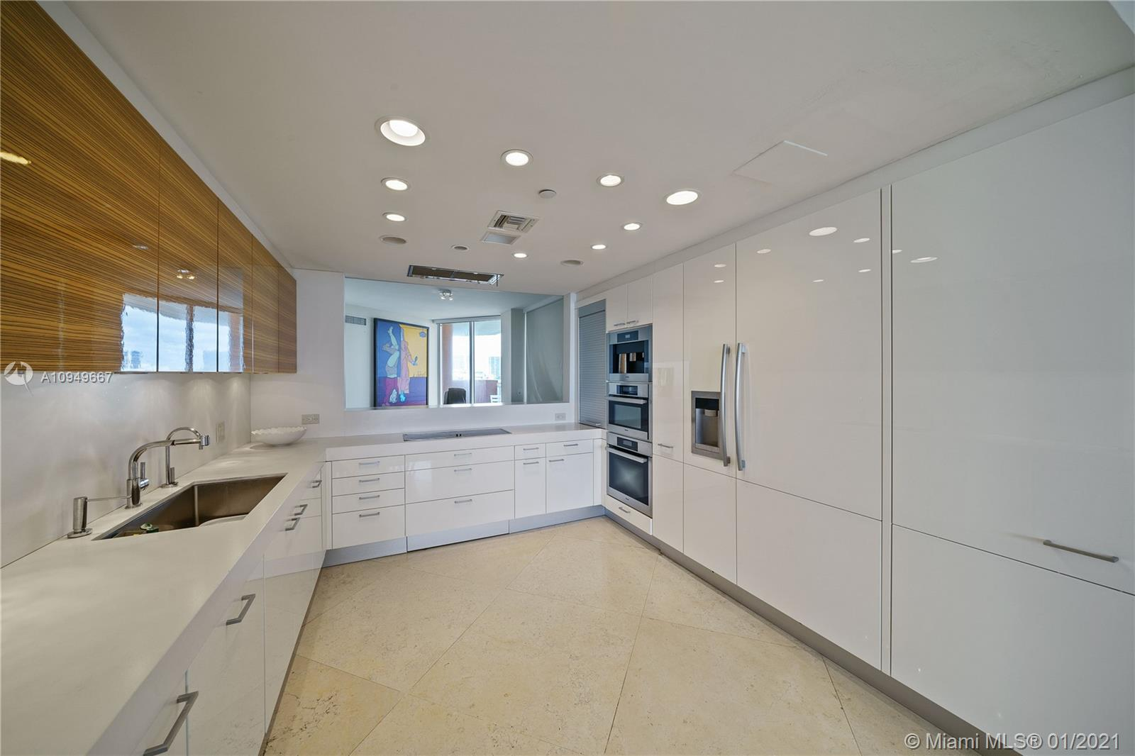 17875 Collins Ave #701 photo09