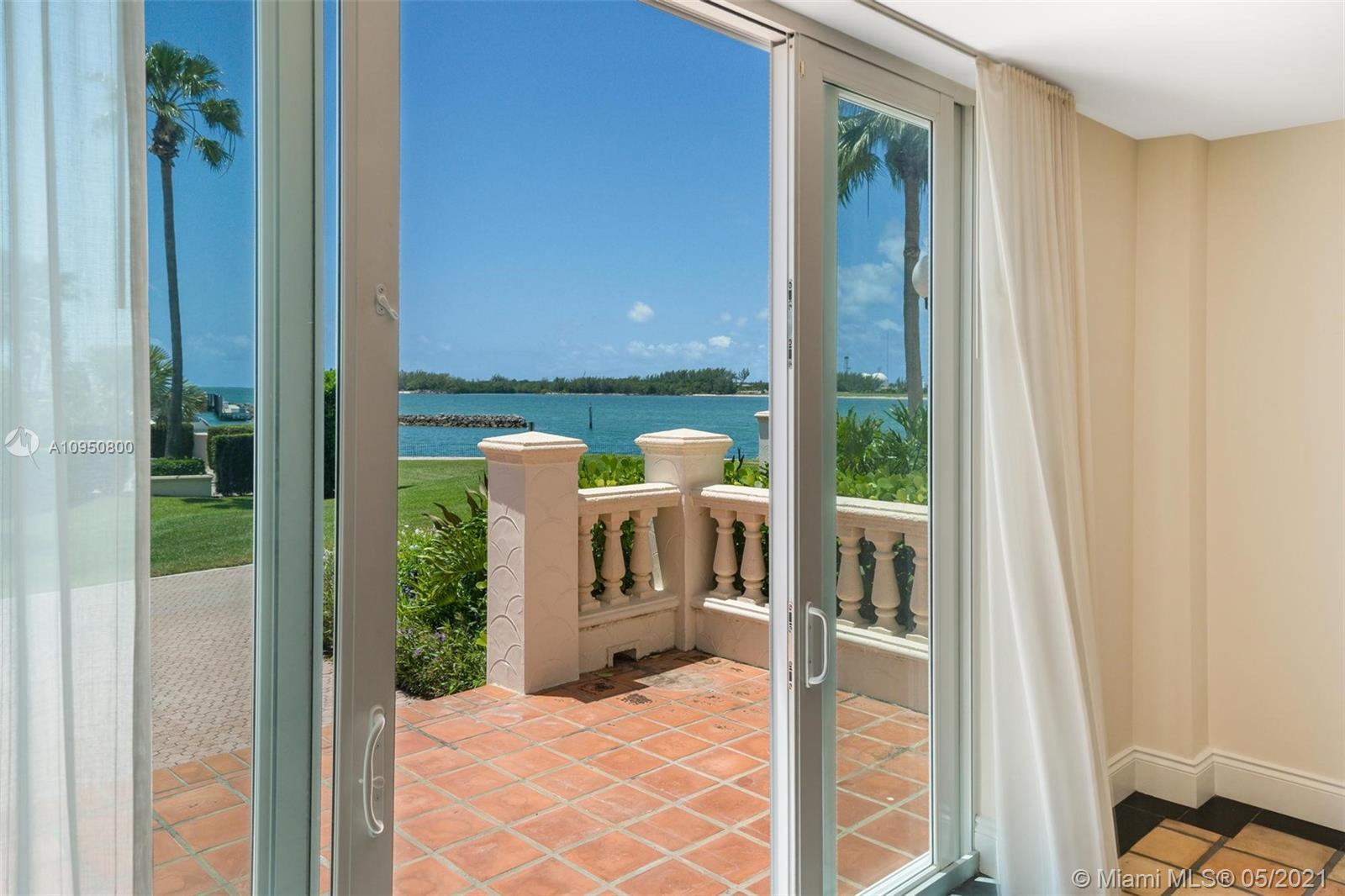 2212 Fisher Island Dr #2212 photo02