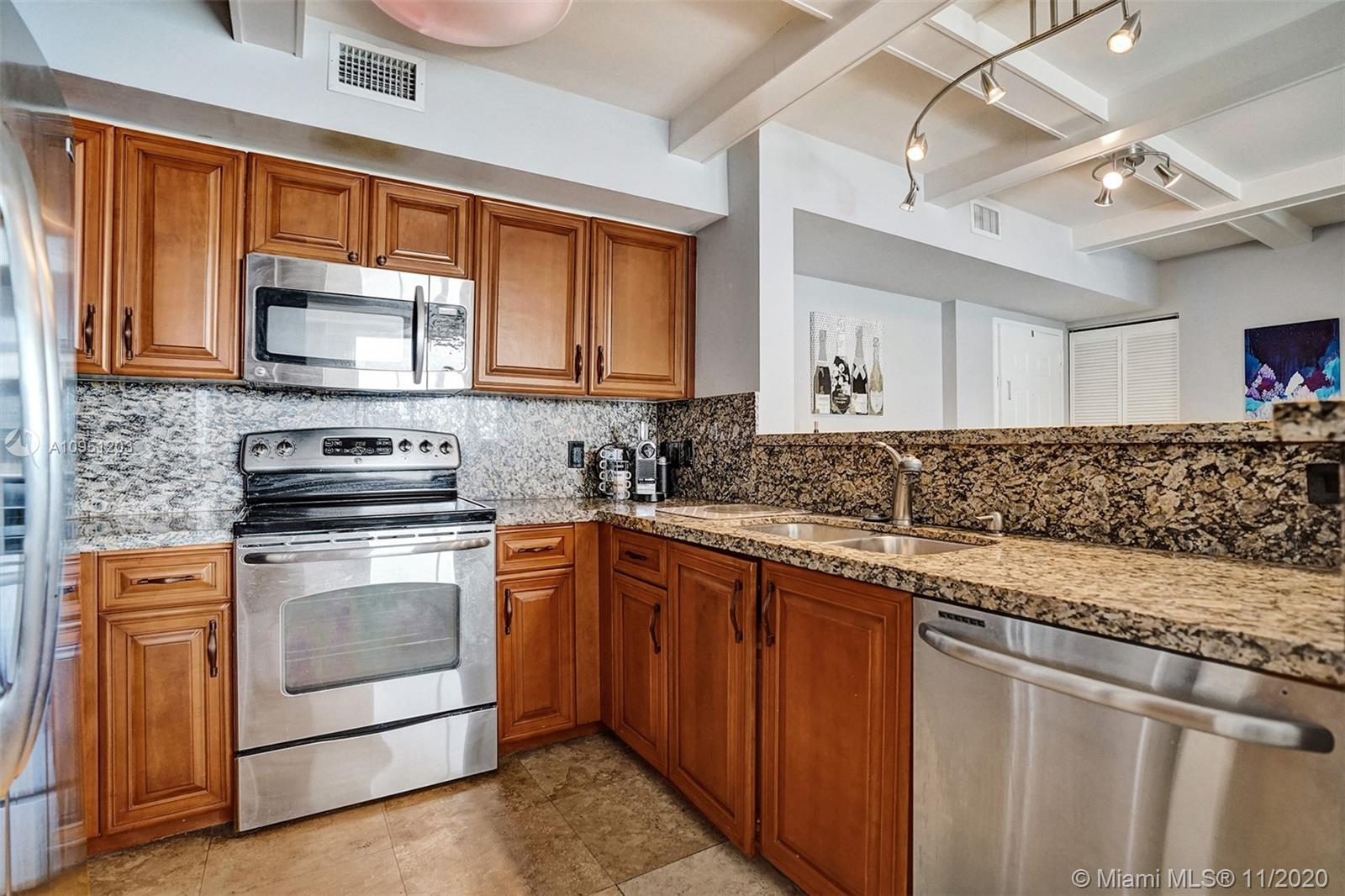 1155 Brickell Bay Dr #1009 photo06