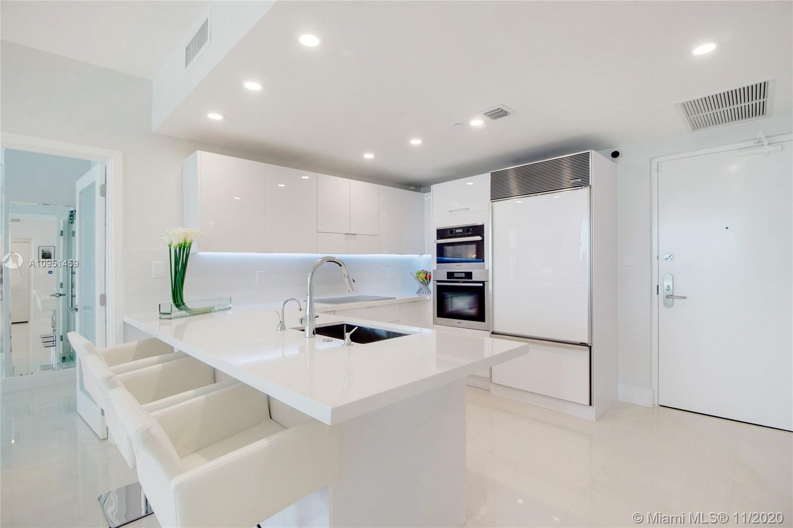 6799 Collins Ave #1404 photo07
