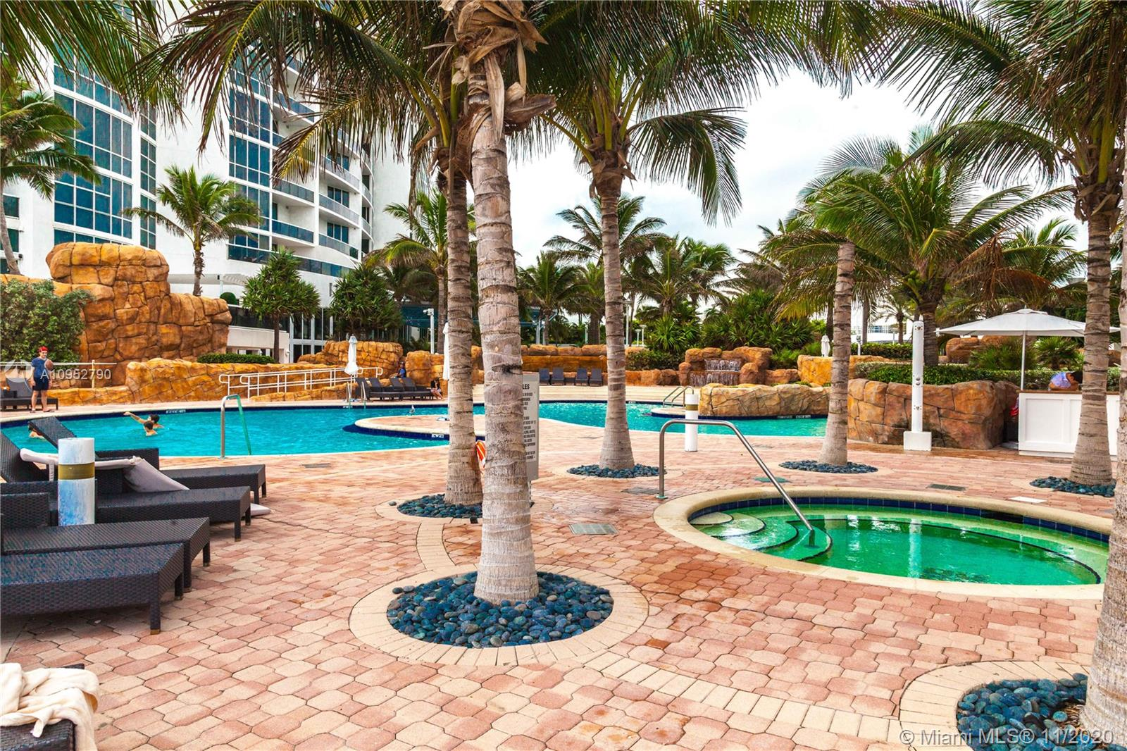 18201 Collins Ave #901A photo036