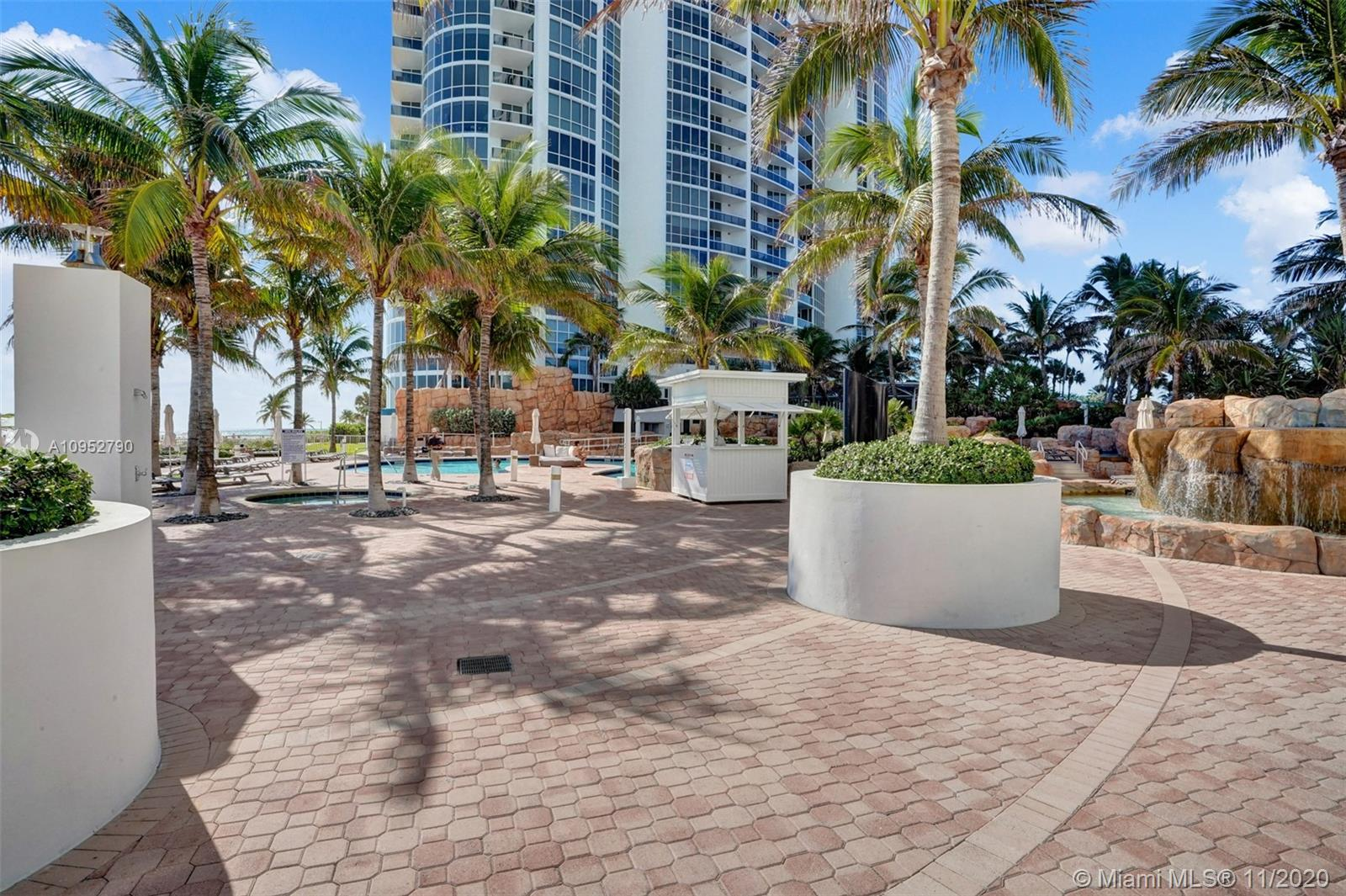 18201 Collins Ave #901A photo032
