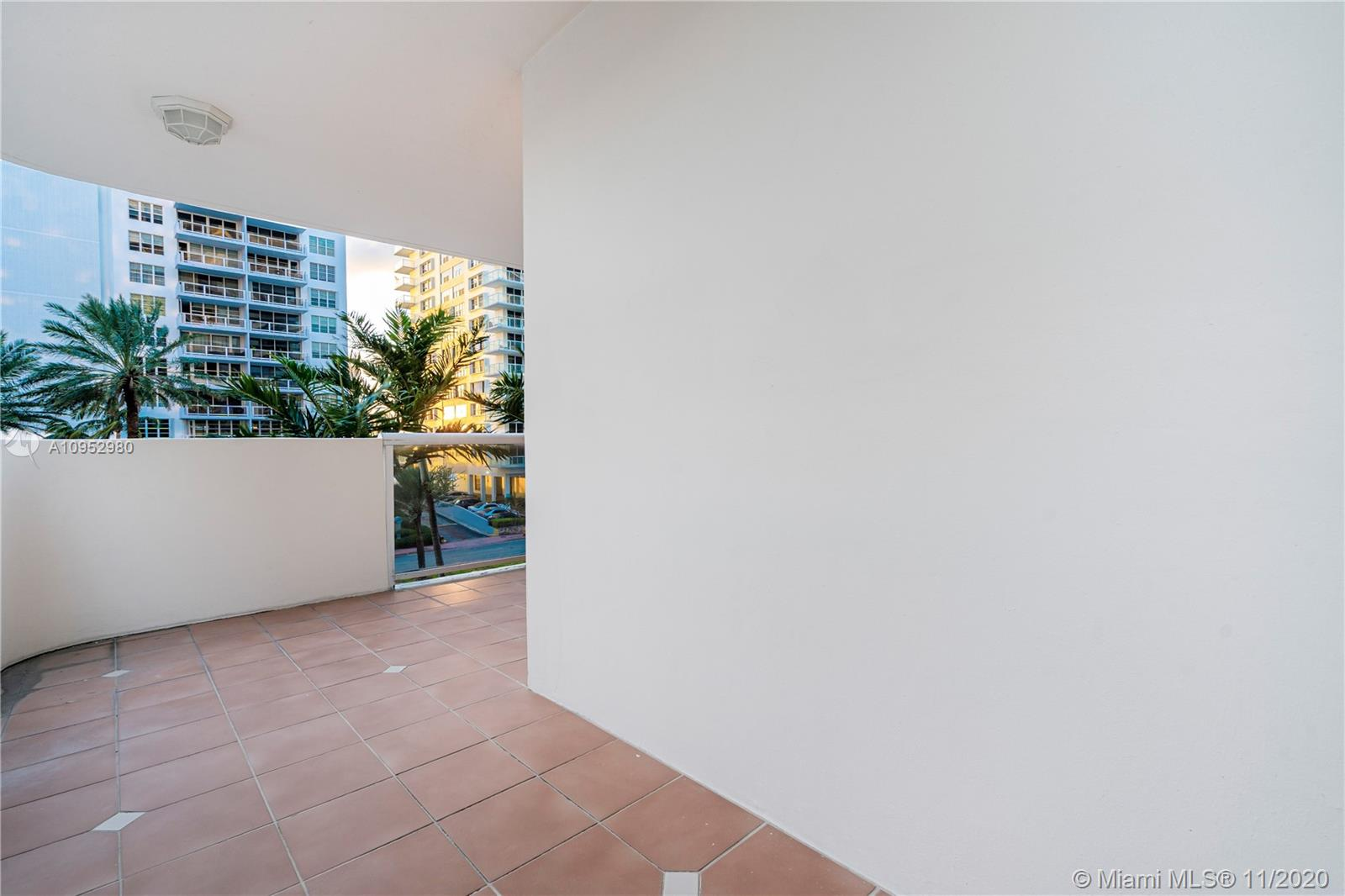 5757 Collins Ave #403 photo026