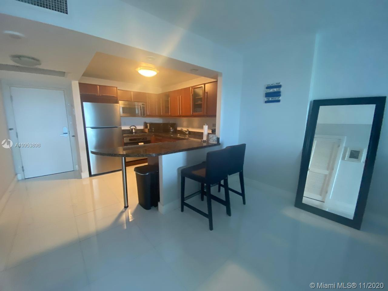 2301 Collins Ave #1028 photo02