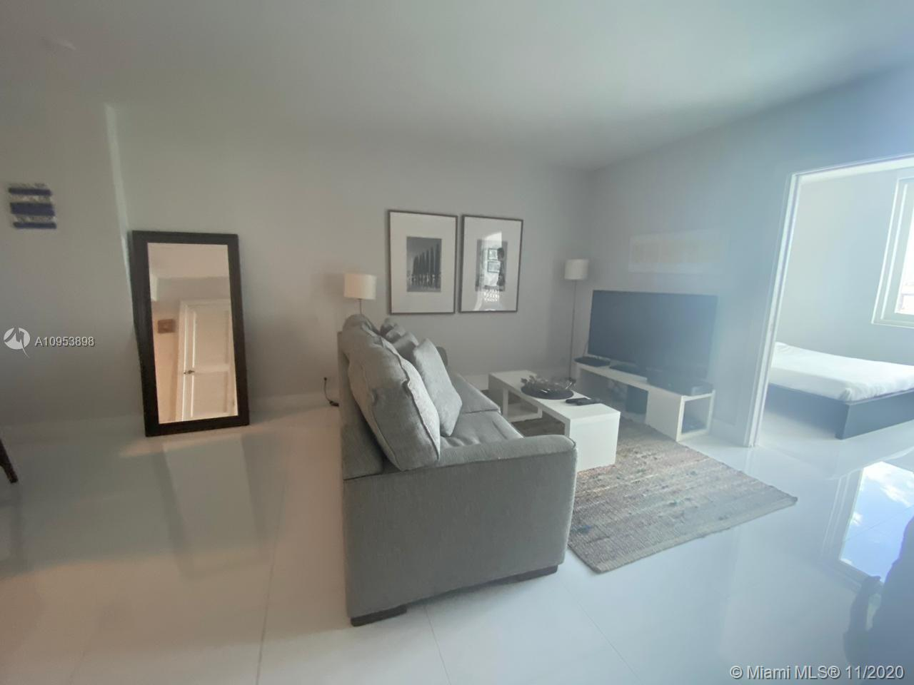 2301 Collins Ave #1028 photo05