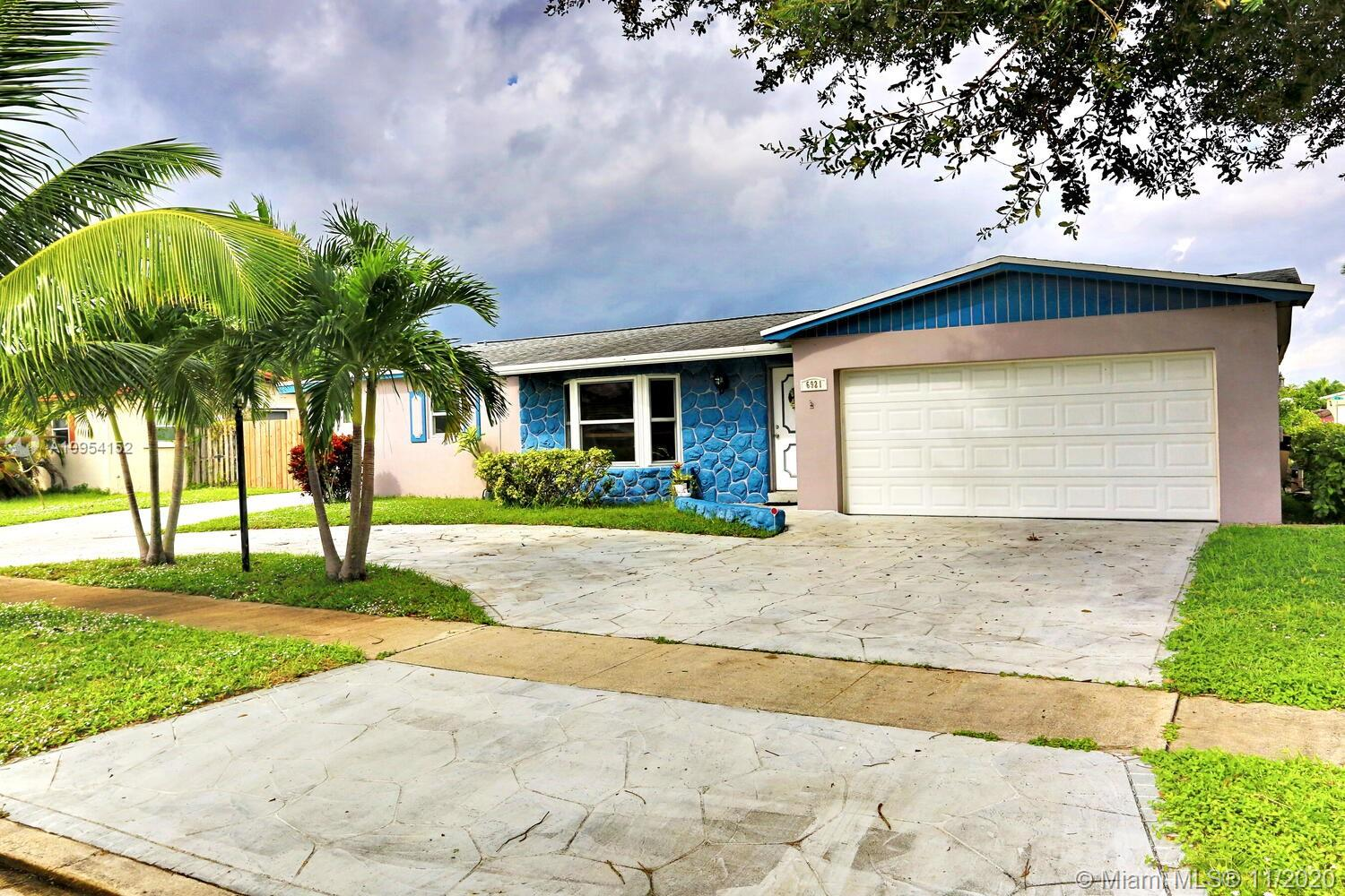 Property for sale at 6921 NW 9th St, Margate,  Florida 33063