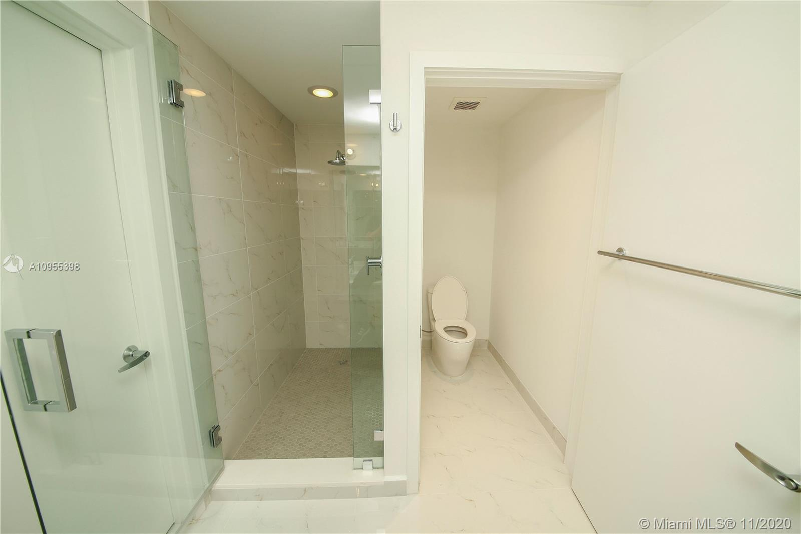 16385 Biscayne Blvd #1006 photo018