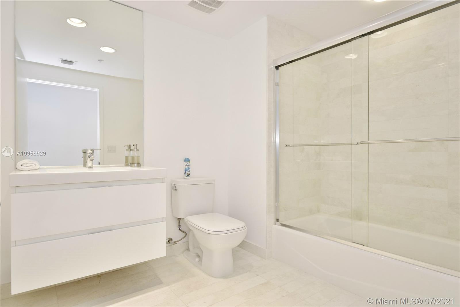 17301 Biscayne Blvd #306 photo023