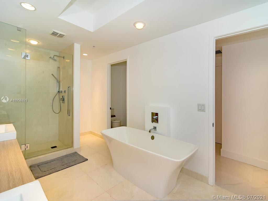 17301 Biscayne Blvd #306 photo013