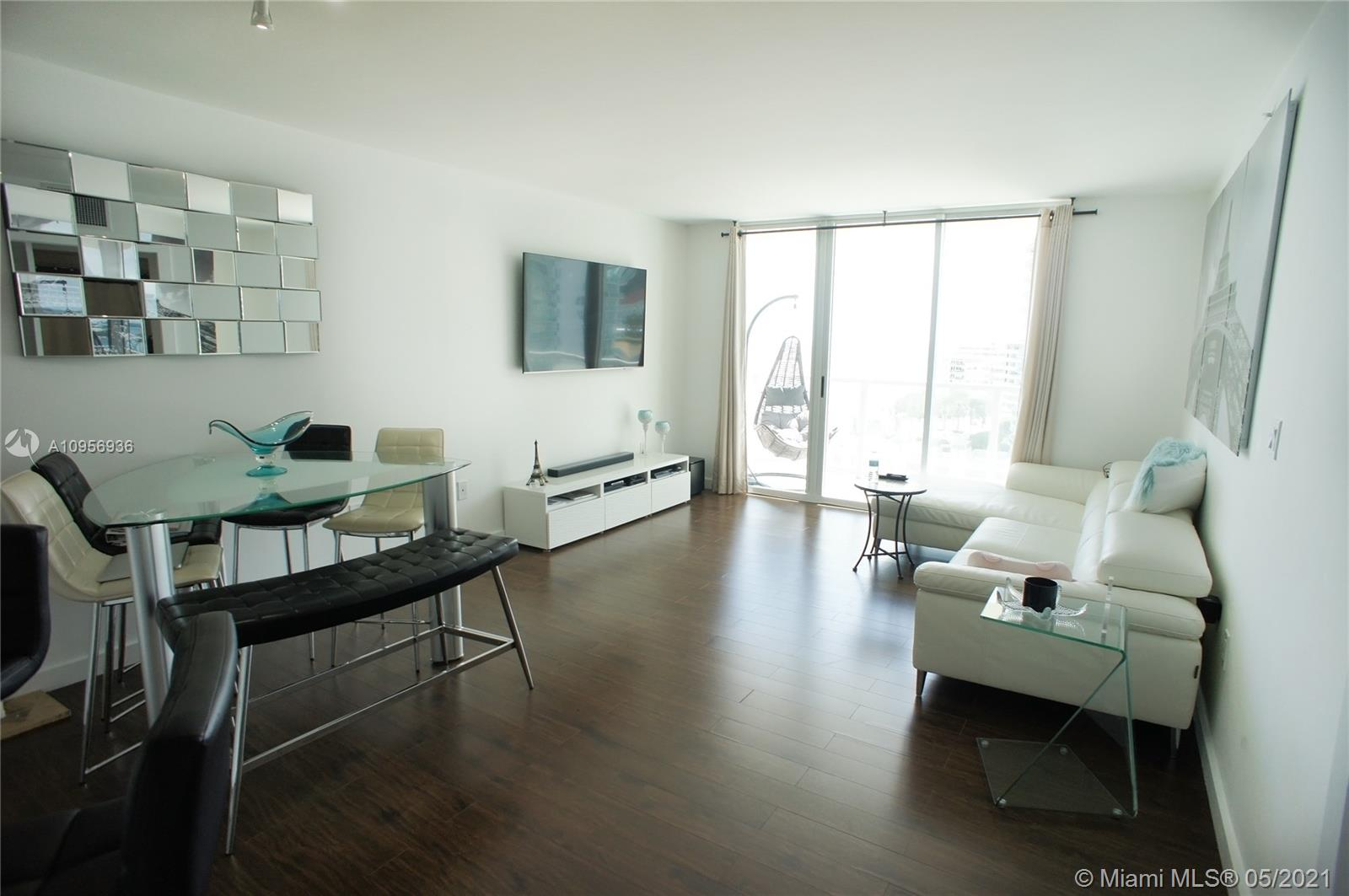 1155 Brickell Bay Dr #1607 photo02