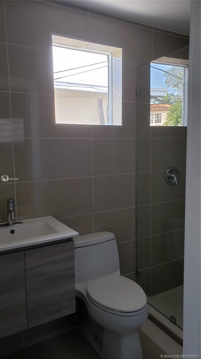 Bath inside efficieny/in-law quarters