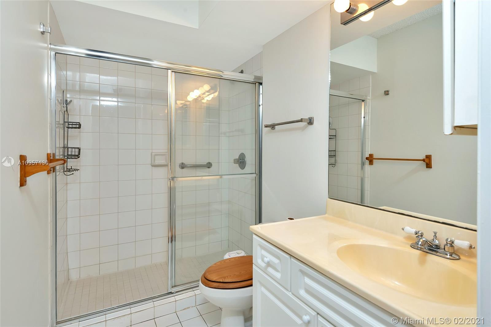 5900 Collins Ave #408 photo023