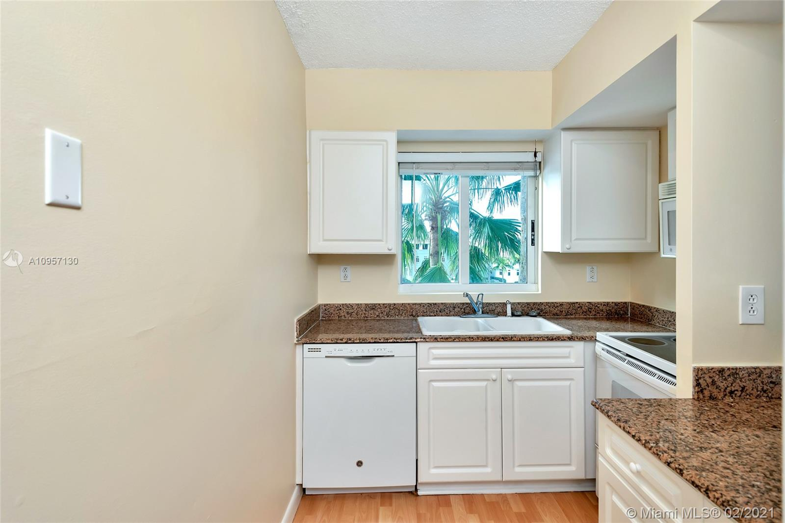 5900 Collins Ave #408 photo014