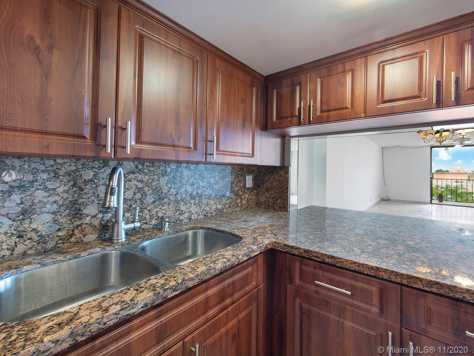 2625 Collins Ave #609 photo02
