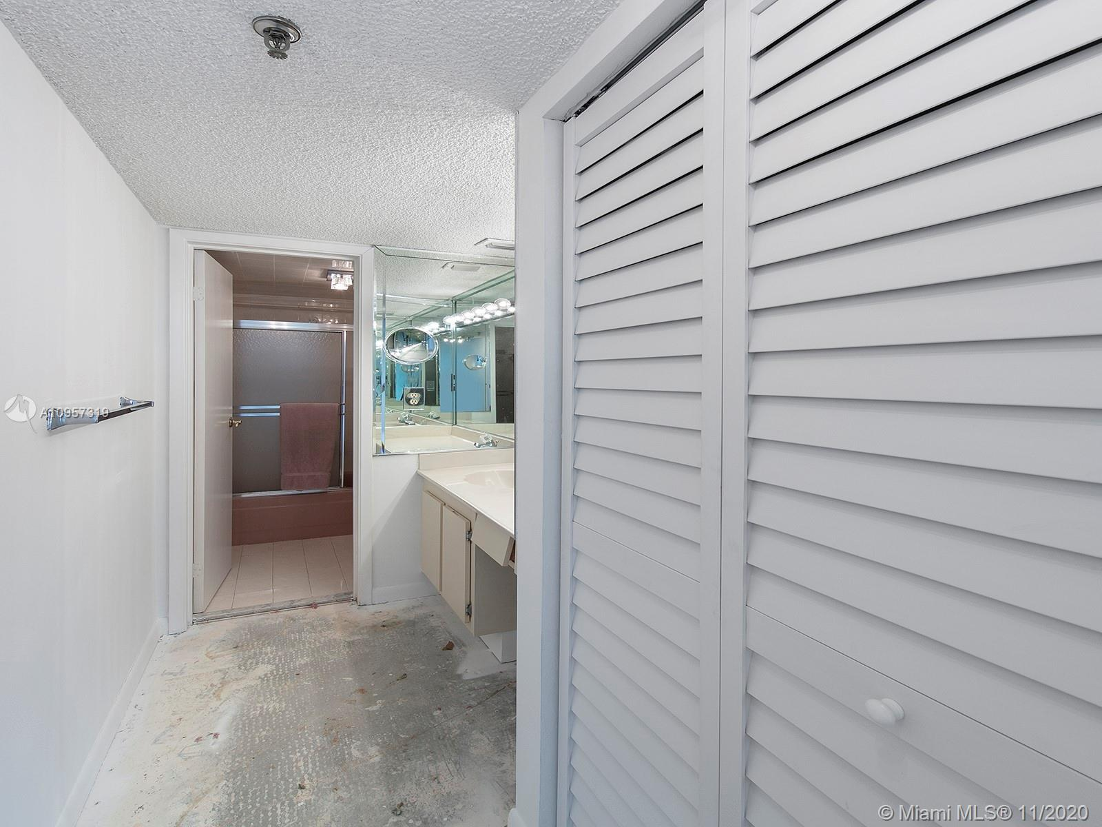 2625 Collins Ave #609 photo09