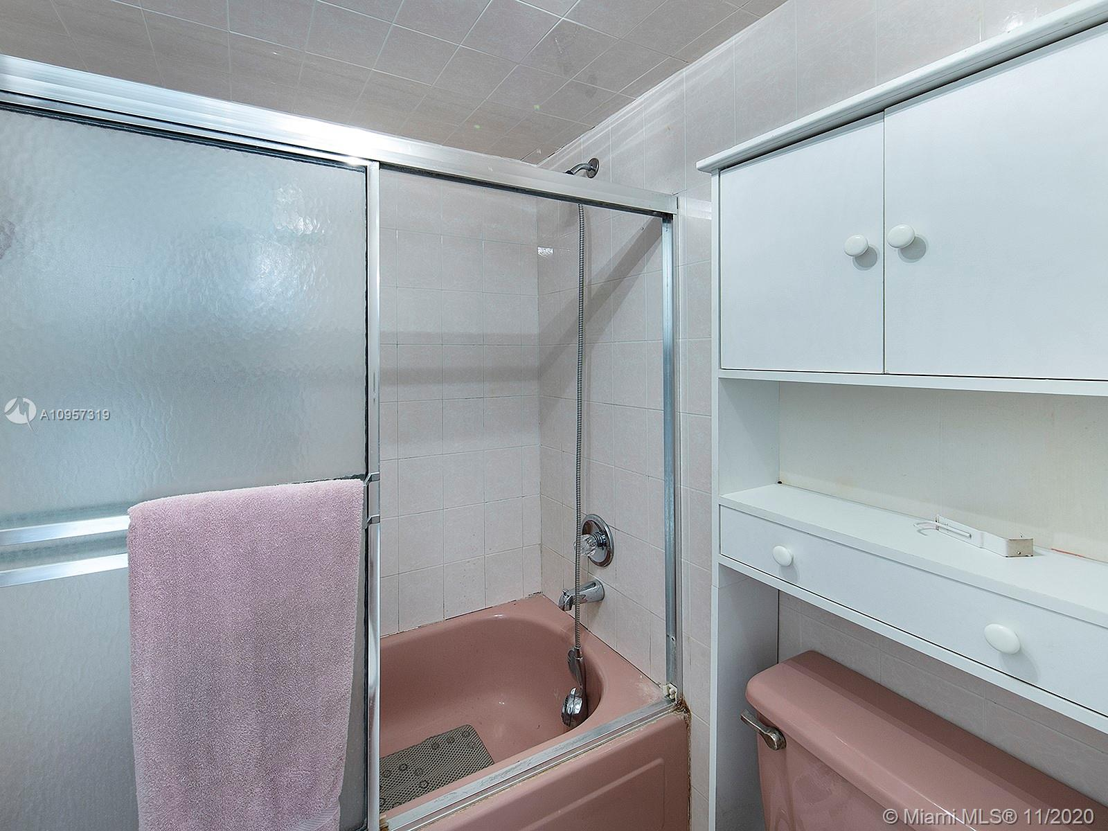 2625 Collins Ave #609 photo011