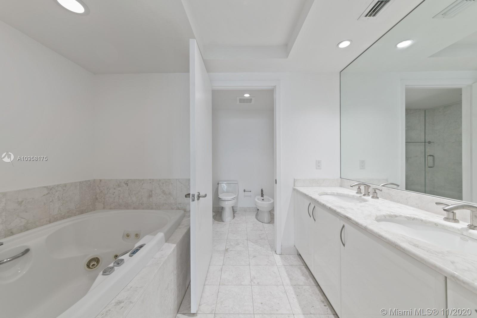 1331 Brickell Bay Dr #905 photo027