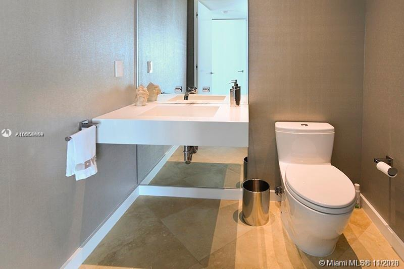 300 S POINTE DR #1505 photo010