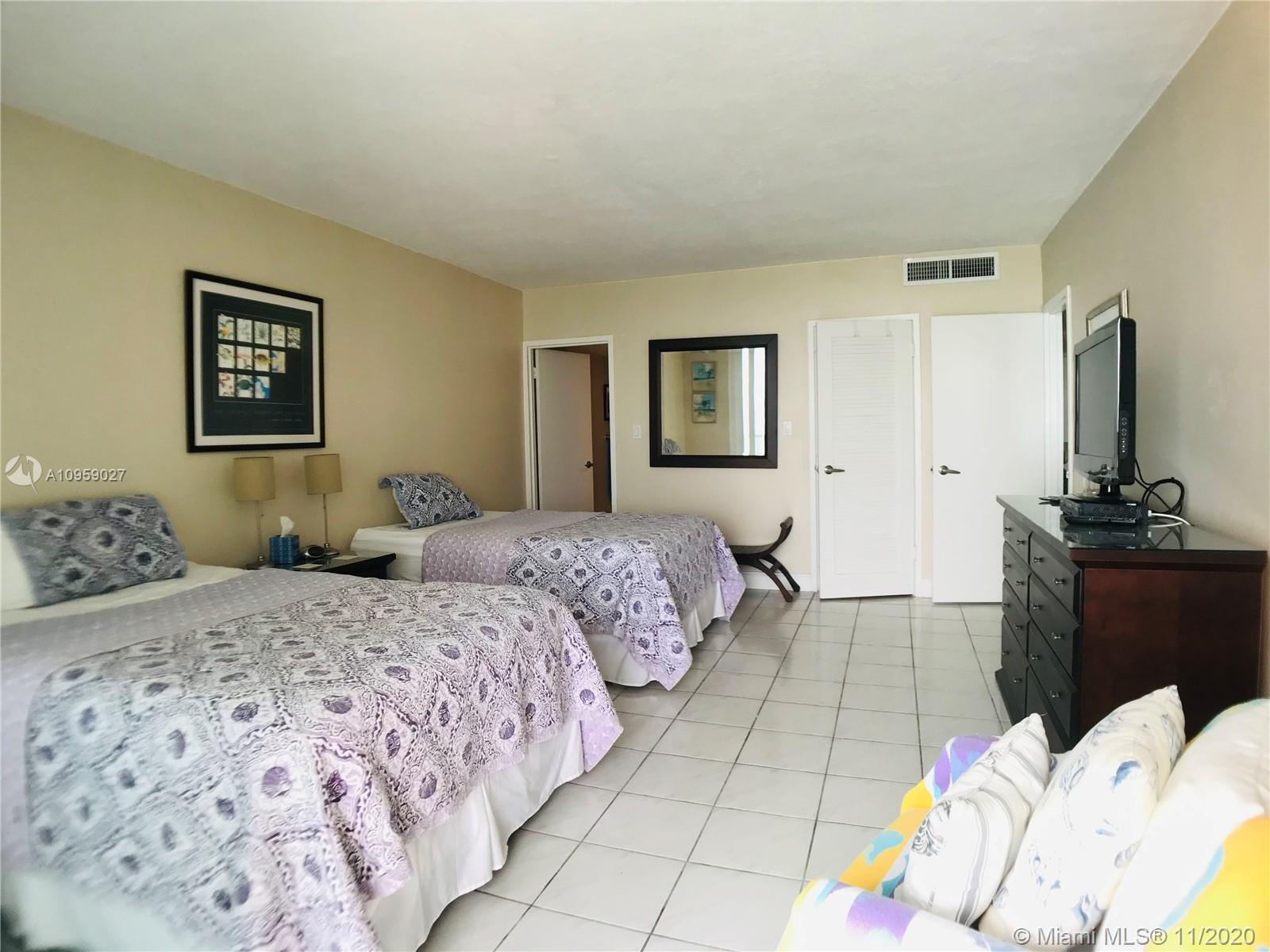 5401 Collins Ave #928 photo024