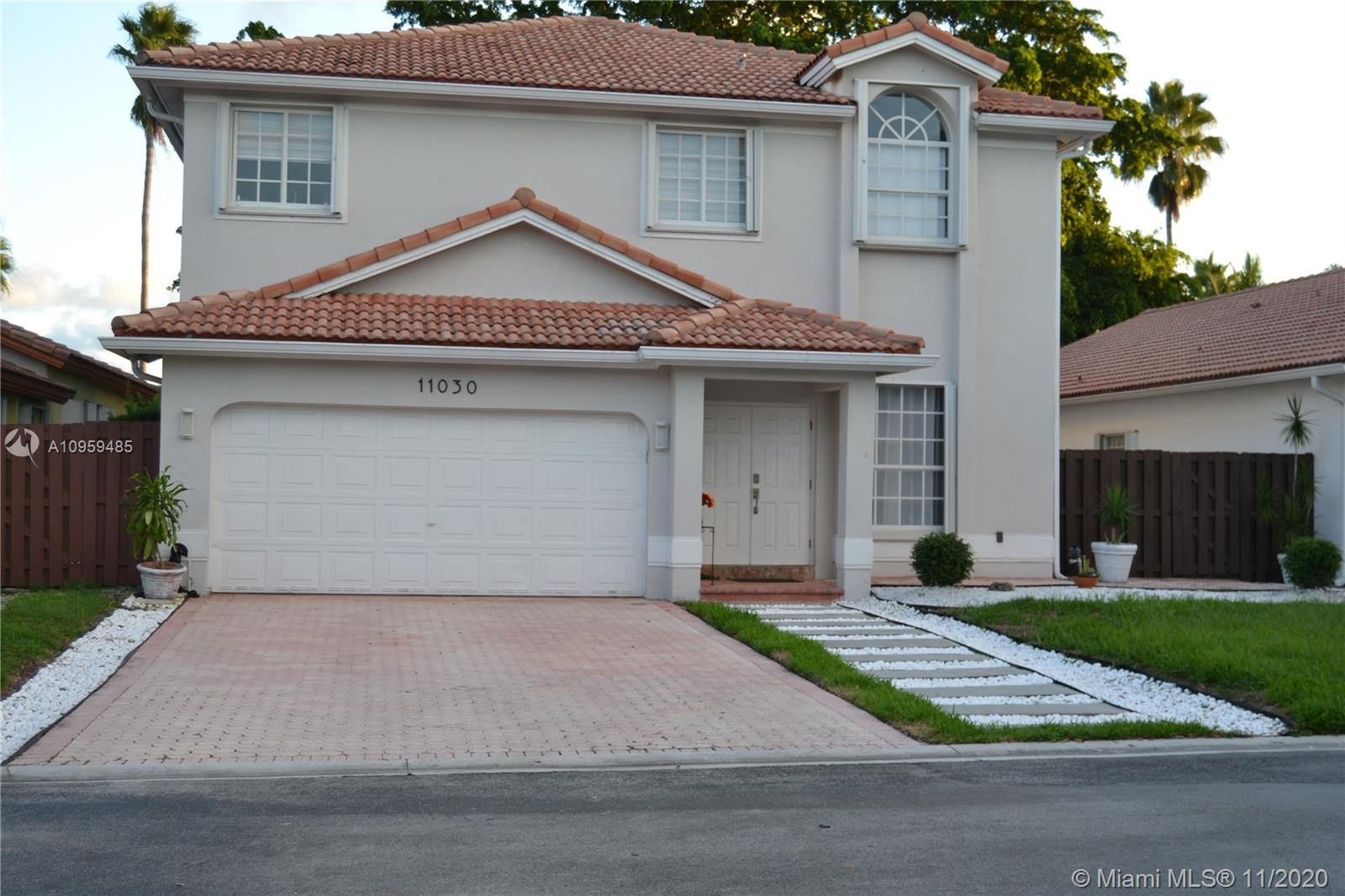 11030 NW 58th Ter photo01