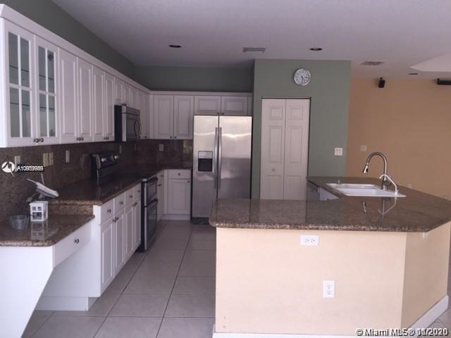 10773 NW 69th Ter photo06